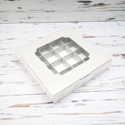 Коробка для конфет 185х185х30 на 16 штук с окном белая