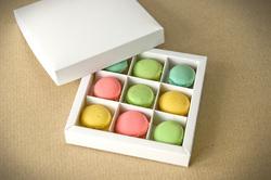 """Коробка для цукерок, макарунів, кейк-попсів з ложементом біла 145х145х29 мм, """"кришка-дно"""""""