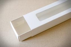Коробка для макаронс Біла з вікном 303х60х50 мм