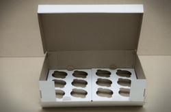 Коробка на 12 кексів 340 * 255 * 100 з відкривається передом