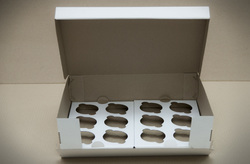 Коробка на 12 кексов 340*255*100 с открывающимся передом