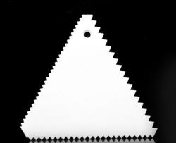 Скребок треугольный зубчатый №2 105х98 мм