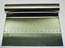 Шпатель металлический с линейкой 15,5 см