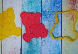 Вырубка для пряника со штампом Мишка с сердцем