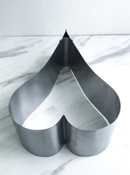 Форма металлическая раздвижная сердце высота 15 см