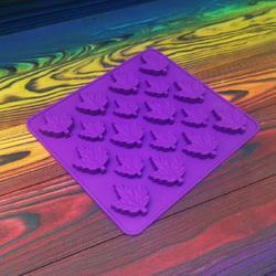 Форма силиконовая для конфет, льда Кленовый лист из 18 ед на планшетке