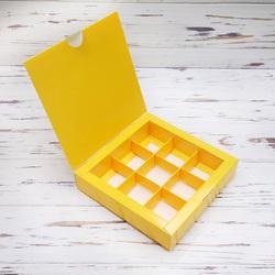 Коробка для цукерок 153х153х30 на 9 штук Жовта