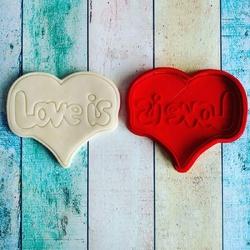 Вирубка для пряника зі штампом Love is №3