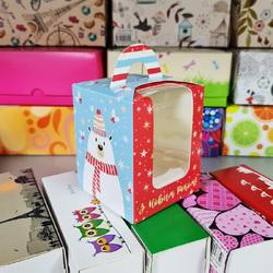 Коробка на 1 кекс 82х82х100 с ручкой Новогодние медведи