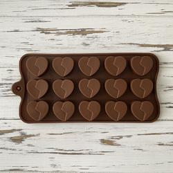 Форма силиконовая для конфет, льда Седце №5 расколотое на планшетке.