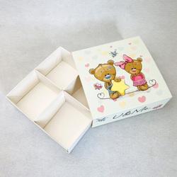 Універсальна коробка Ведмежата кохання 160х160х55 мм для печива. зефіру. цукерок. макаронс та іншого