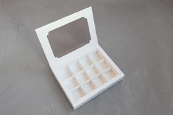 Коробка для цукерок 200х155х30 на 12 штук біла